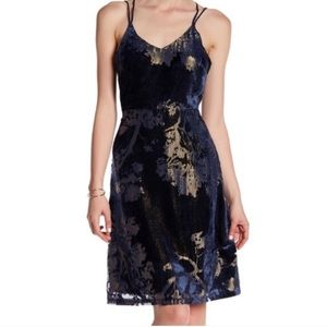 NWT Romeo & Juliet Couture navy cross back dress m